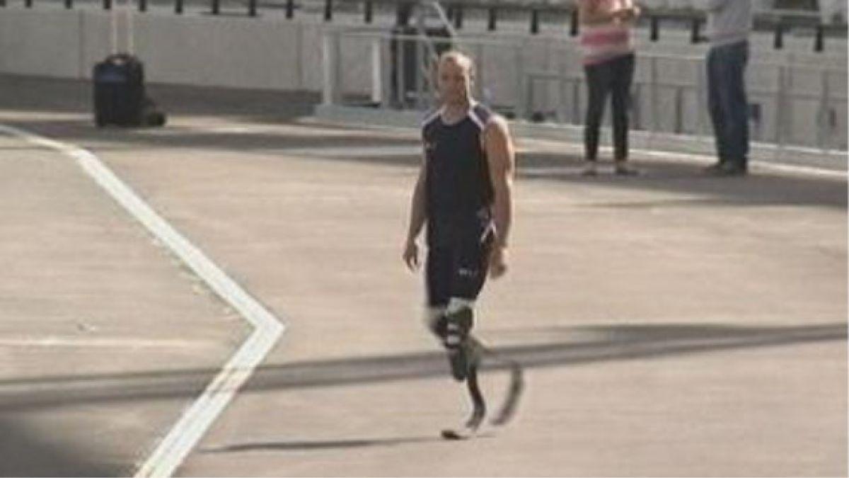 Atleta Oscar Pistorius lloró al comparecer en la Corte