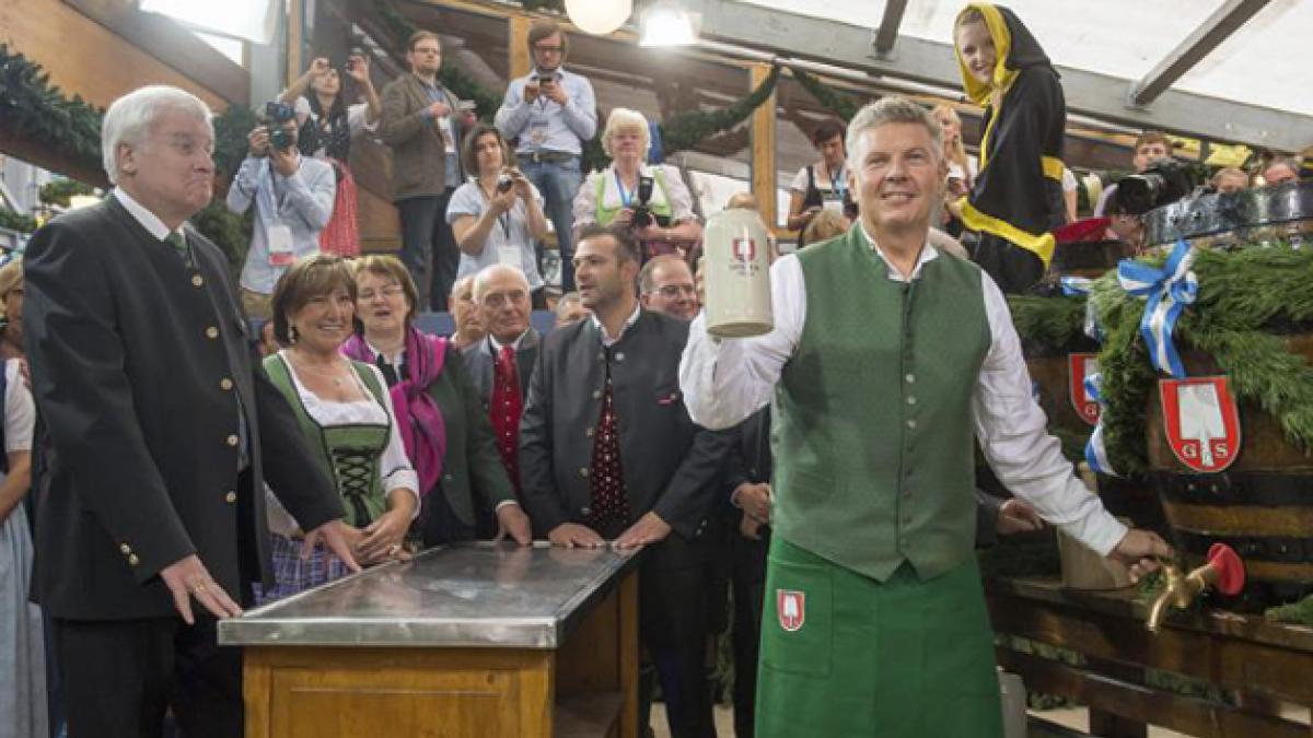 [FOTOS] Oktoberfest abrió sus barriles: Alemanes dan el vamos a la fiesta de la cerveza