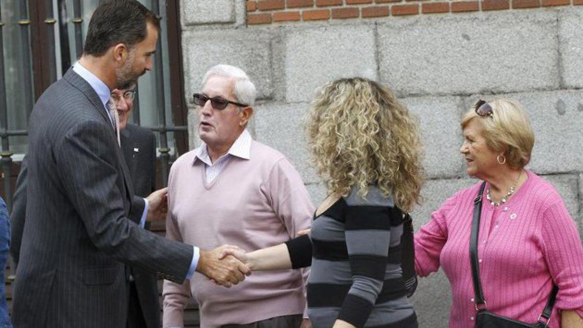 Felipe de Asturias sorprende caminando por Madrid