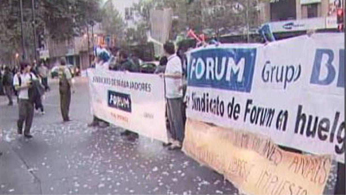 Trabajadores de empresa Forum protagonizan protesta en Providencia