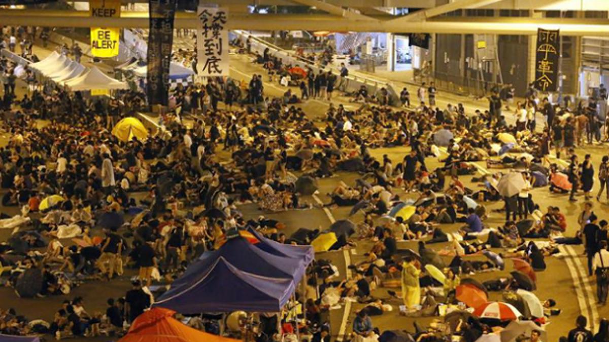 [FOTOS] Activistas prodemocracia desafían a Hong Kong acampando fuera de la sede de gobierno