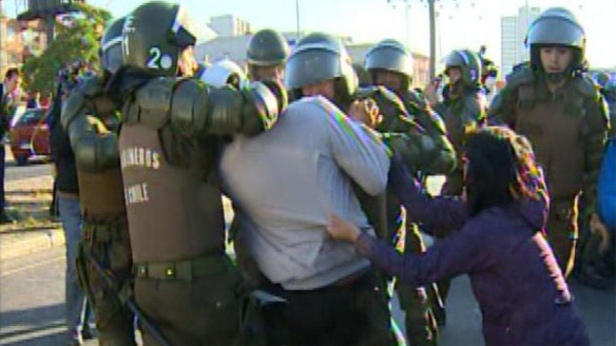 Protesta de funcionarios municipales terminó con 13 detenidos