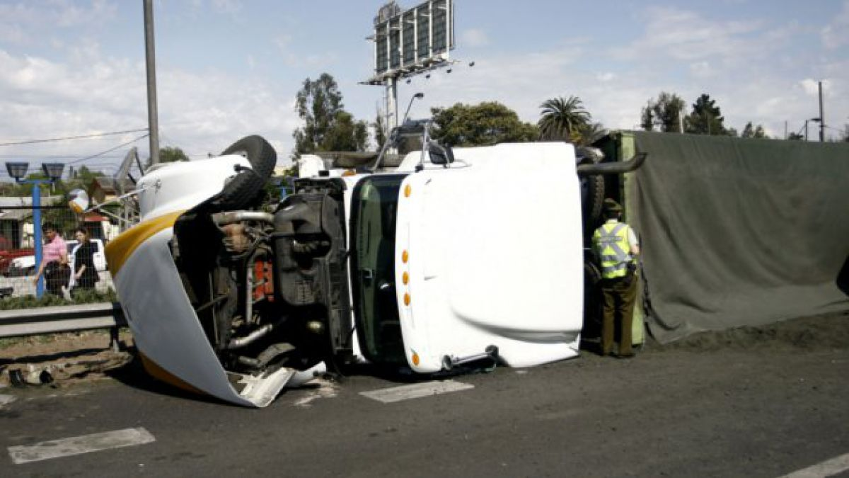 Camión con explosivos volcó en Putaendo