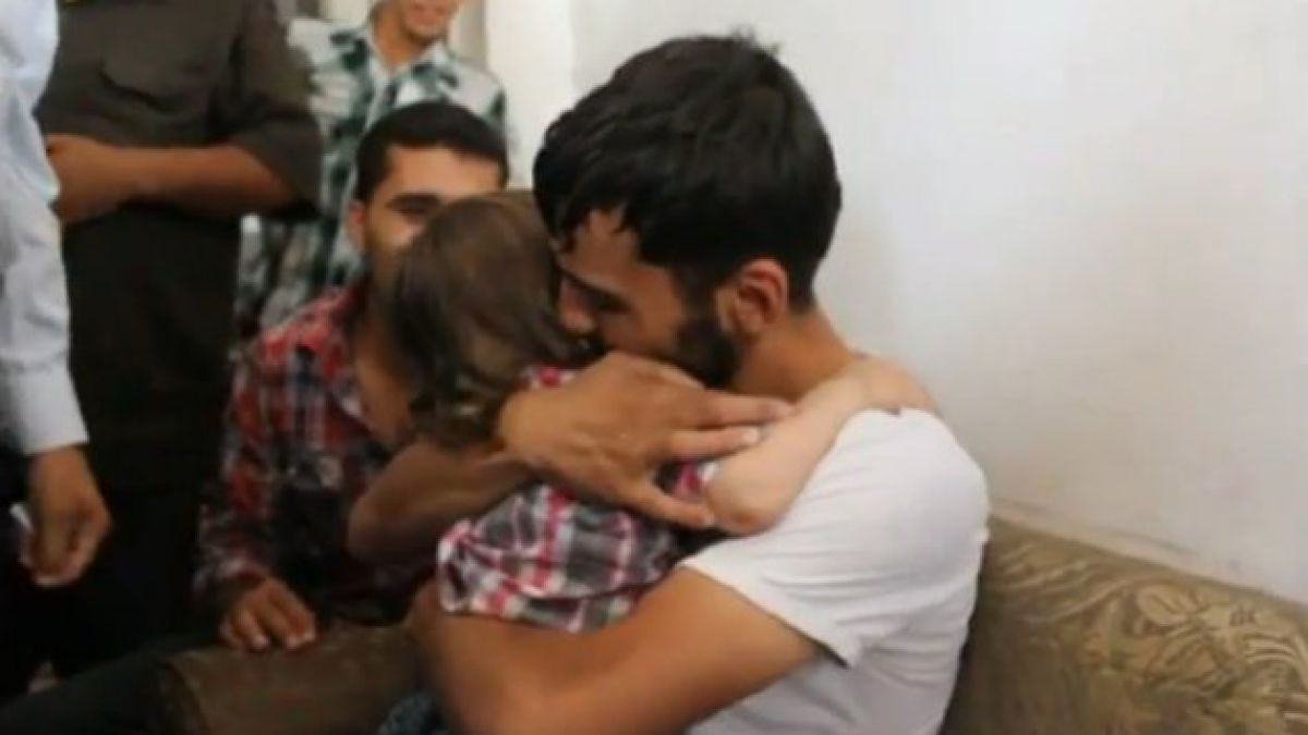 [VIDEO] Padre se reencuentra con hijo que creía muerto en Siria