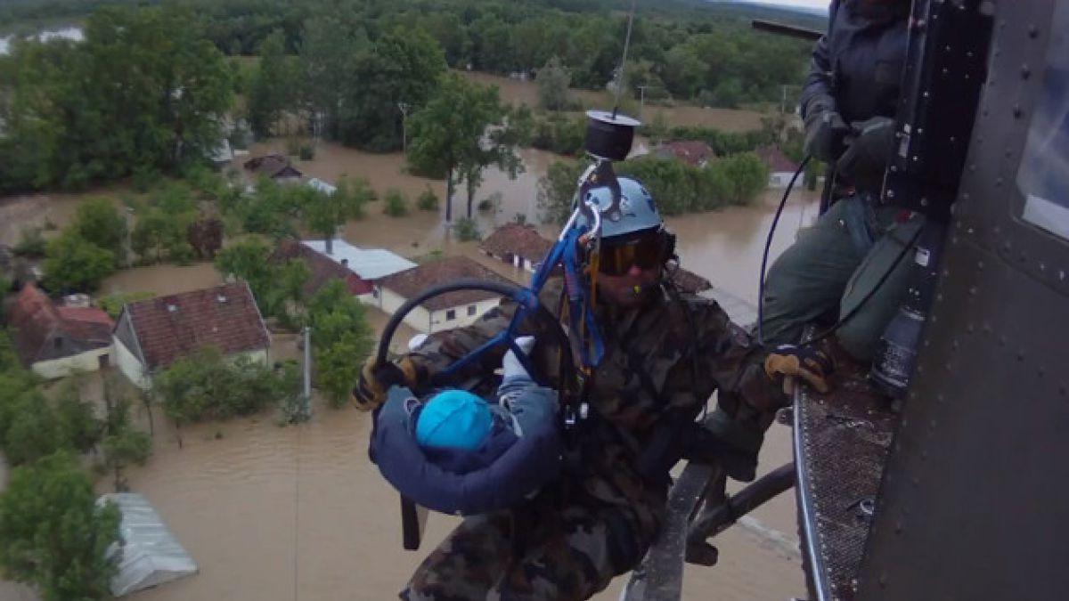 VIDEO: Dramático rescate de guagua de inundaciones en Bosnia