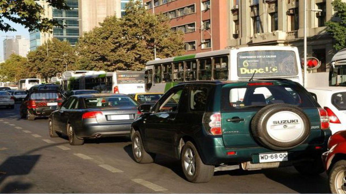Comienza la restricción vehicular en Santiago