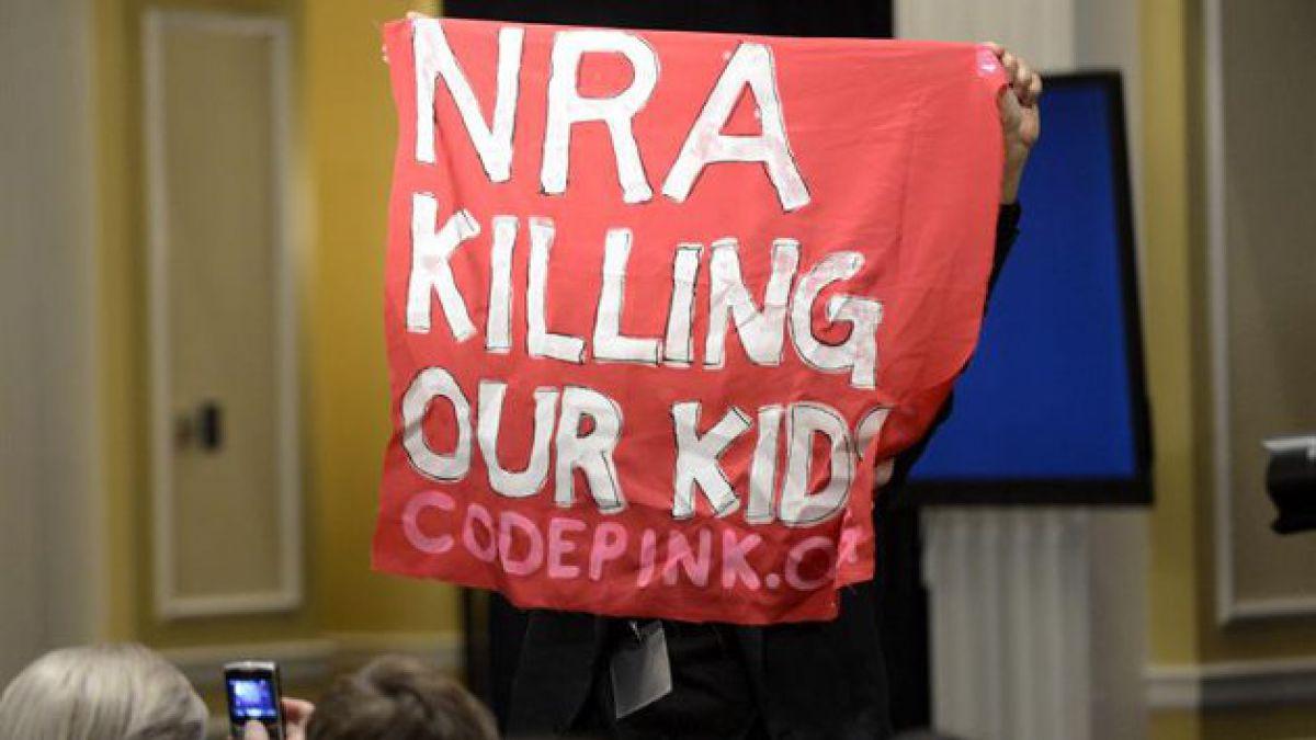 Asociación Nacional del Rifle de EE.UU. genera polémica