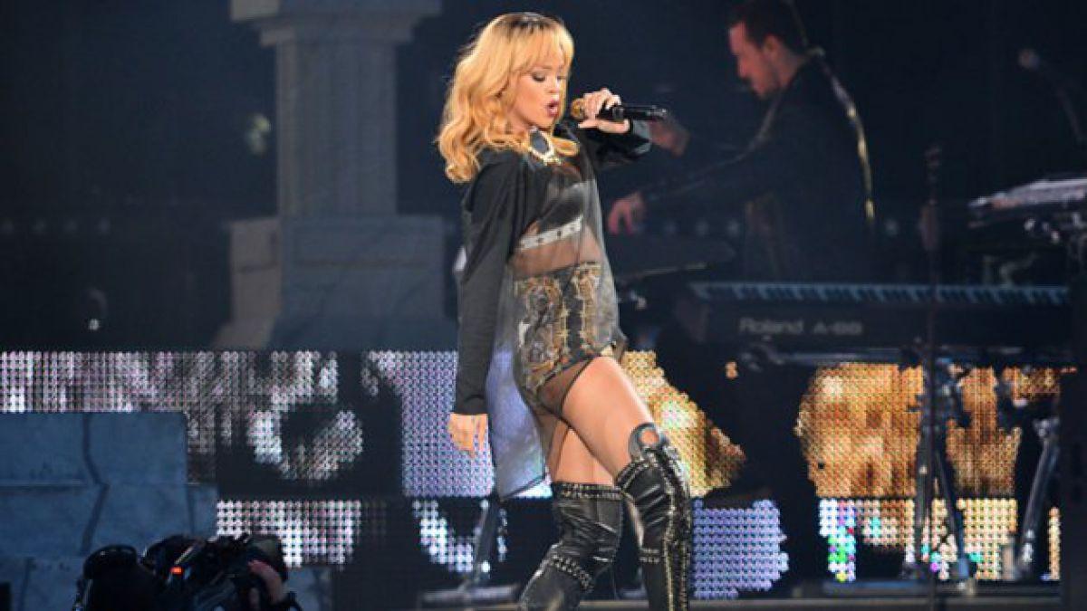 Rihanna golpea a fanático durante concierto en Reino Unido