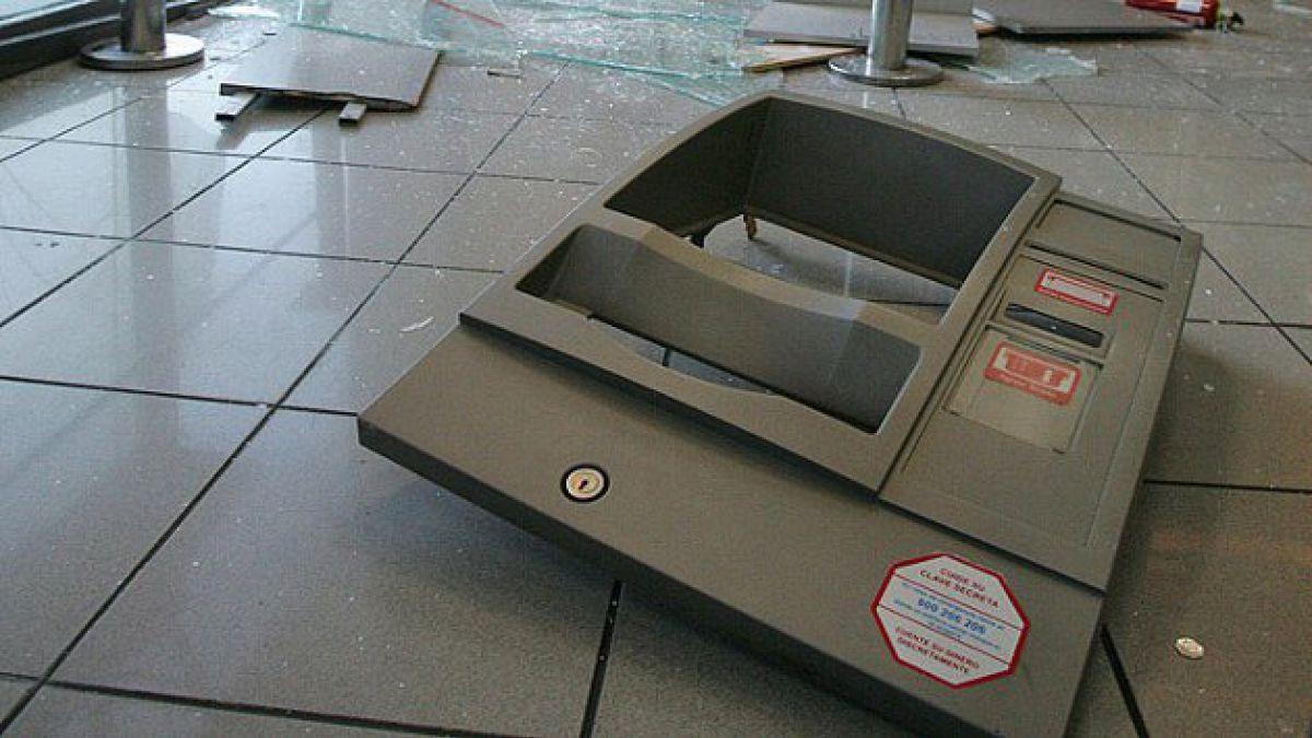 Investigan robo frustrado de dinero desde cajero en clínica de Providencia