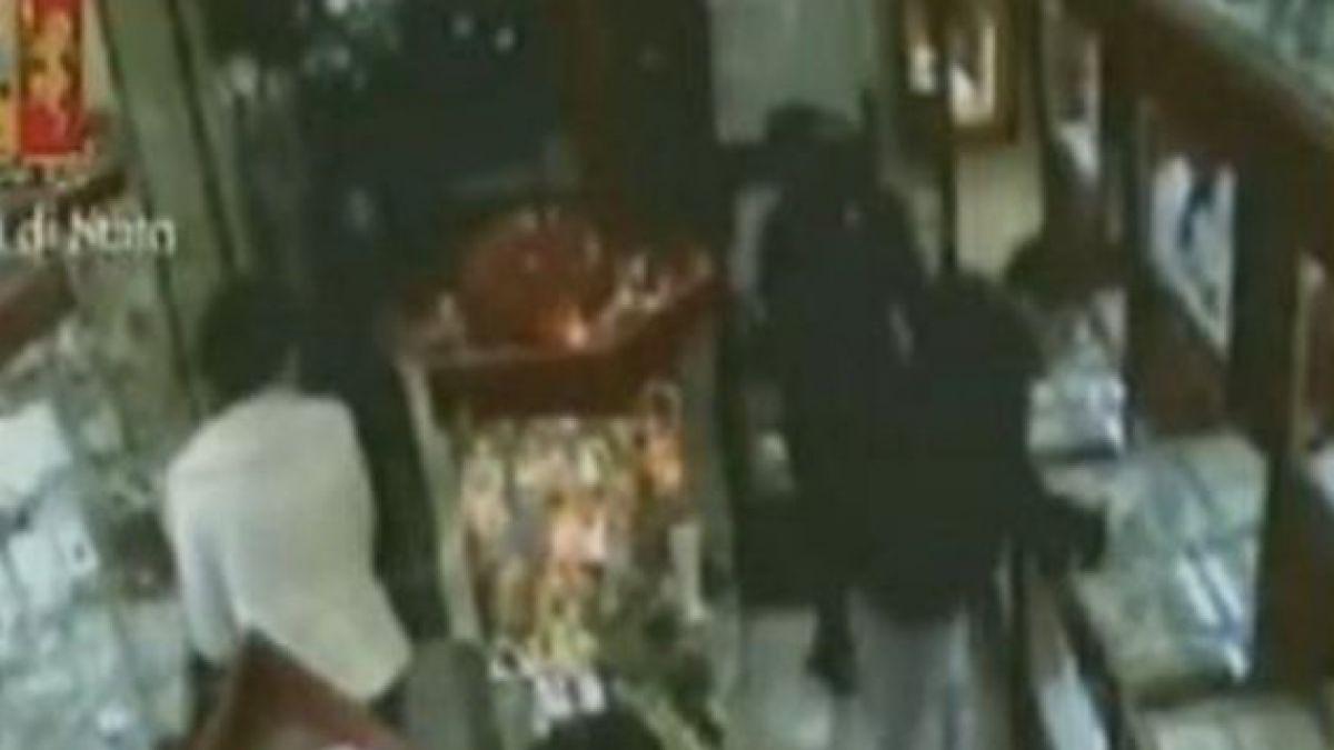 Chilenos asaltan con hachas joyería en Milán