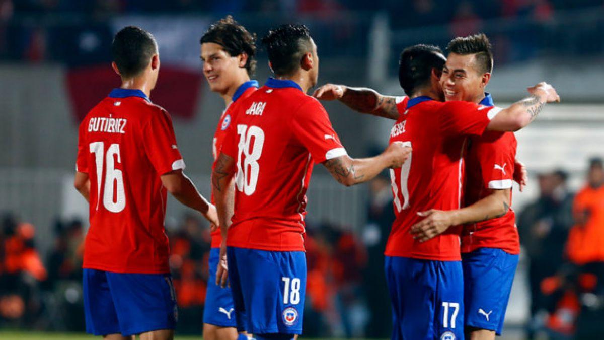 Selección chilena asciende en el ranking FIFA a 35 días del Mundial