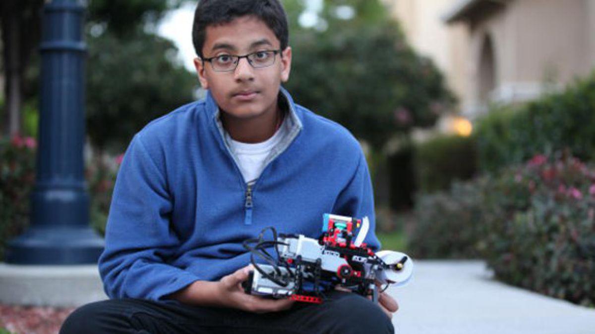 Niño de 12 años crea impresora braille con piezas de Lego