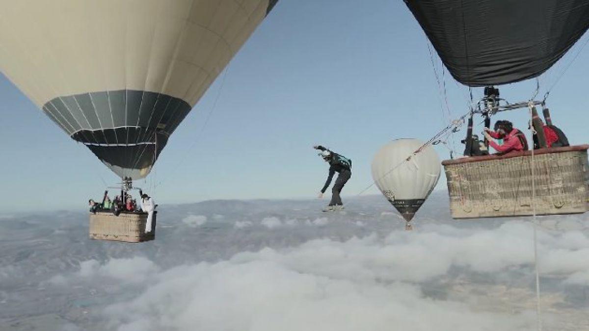 Skyliners desafían la altura entre dos globos aerostáticos
