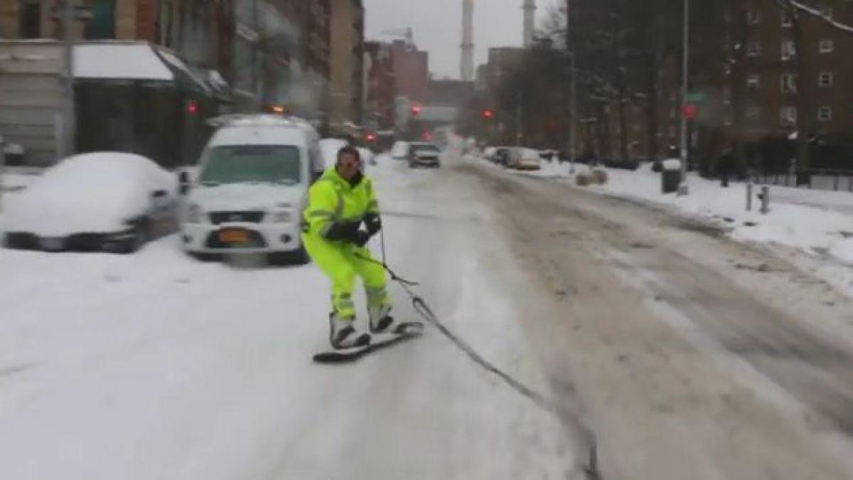 Cineasta aprovecha nieve para hacer snowboard en calles de Nueva York