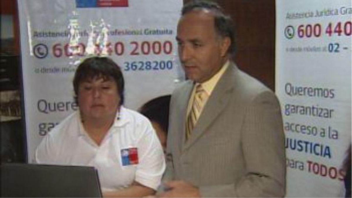 Instalan puesto de ayuda gratuita para problemas judiciales en el centro de Santiago