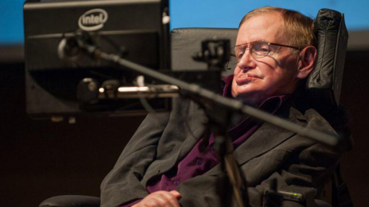 Stephen Hawking asegura que en 50 años el hombre vivirá en la Luna y en 2100, en Marte
