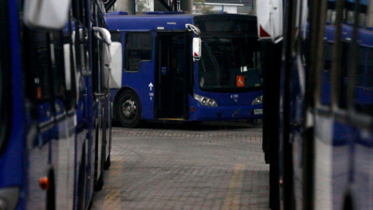 Choferes de la empresa Subus del Transantiago inician paro por mejoras salariales