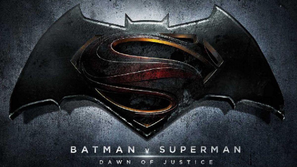 Revelan nombre y logo de filme que enfrentará a Superman con Batman