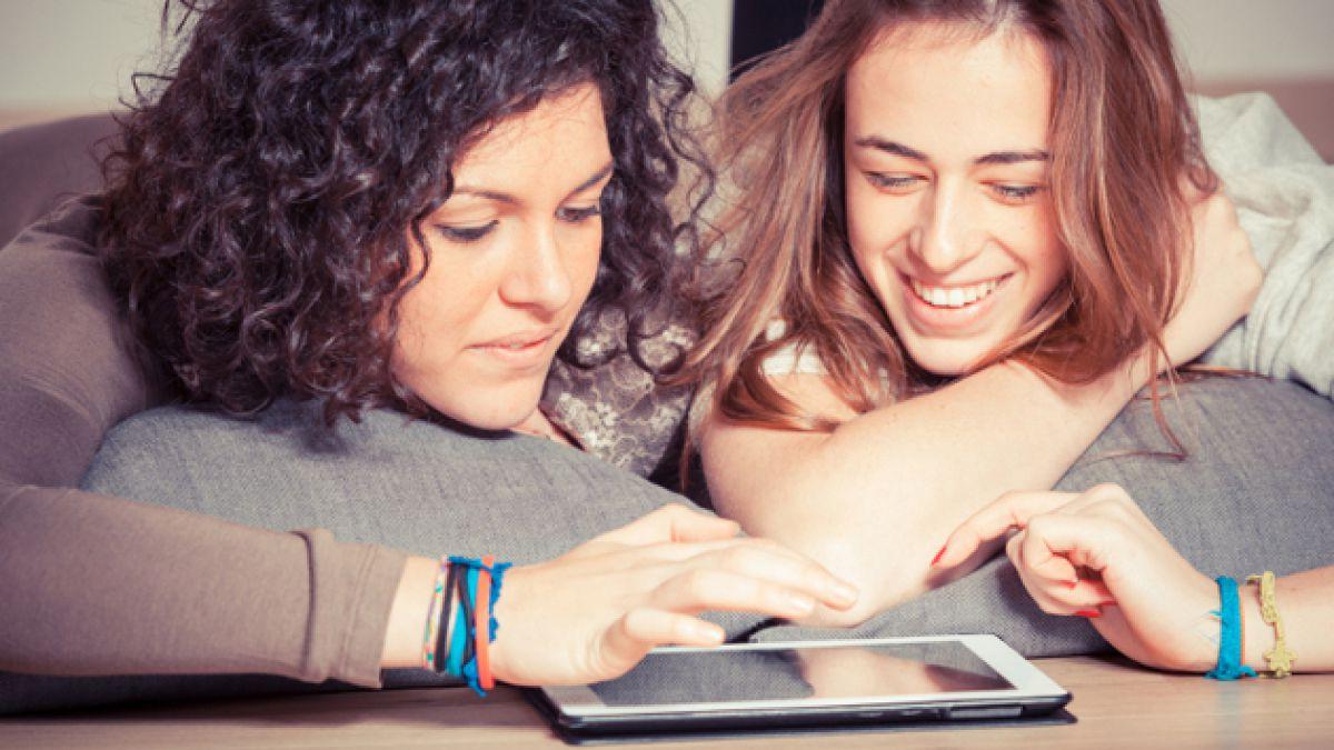 Estudio: 52% de chilenos cree que tablets reemplazarán a cuadernos y libros escolares