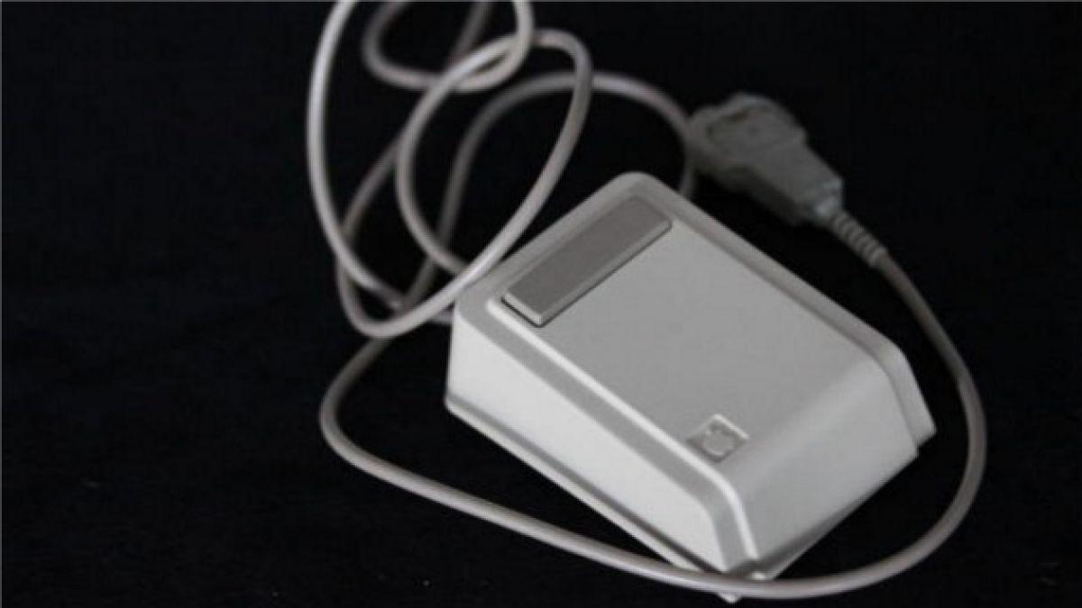 Encuentran cápsula del tiempo con mouse que pertenecía a Steve Jobs