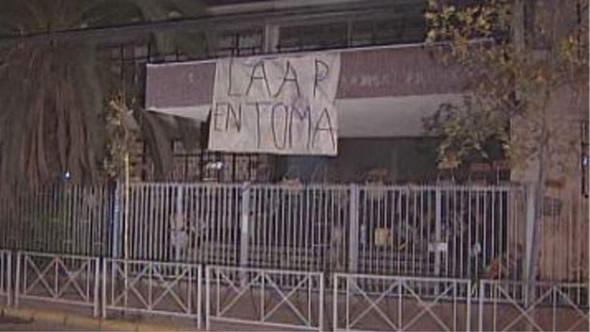Carabineros desaloja Liceo Arturo Alessandri Palma y arresta a 9 alumnos