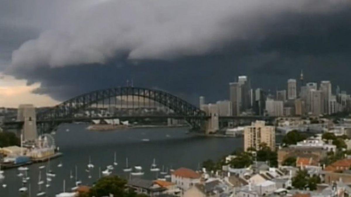 Amenazadoras nubes antes de la tormenta en timelapse