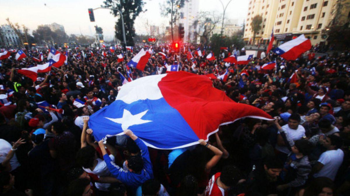 """Secuestran y provocan daños en buses del Transantiago tras triunfo de la """"Roja"""""""