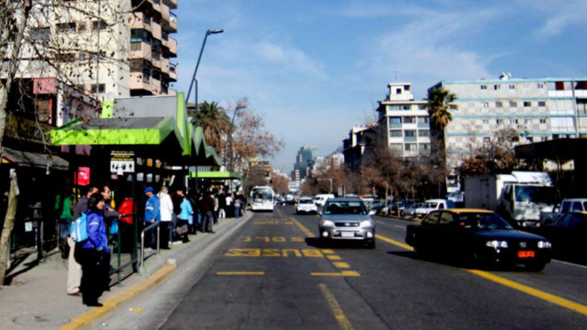 Pasajeros del Transantiago se toman calzada en Providencia para protestar por servicio