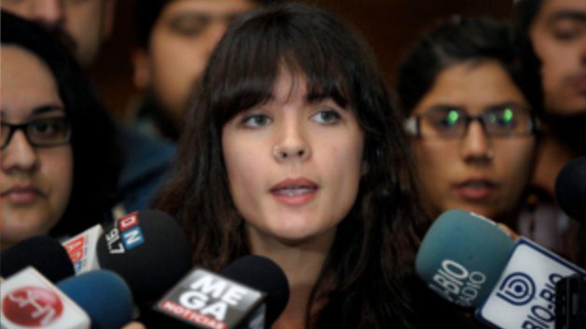 """Camila Vallejo acusa a oposición de """"dar la espalda"""" a estudiantes"""