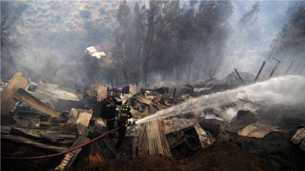 Tragedia en Valparaíso: Estrechez de calles dificulta operativo