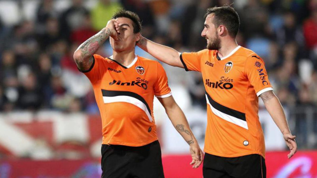 Eduardo Vargas anota en empate del Valencia