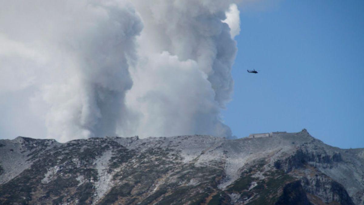Aumenta número de fallecidos por erupción de volcán Ontake en Japón