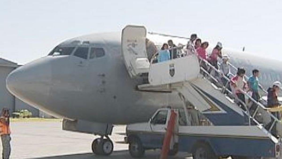 60 niños se subieron por primera vez a un avión