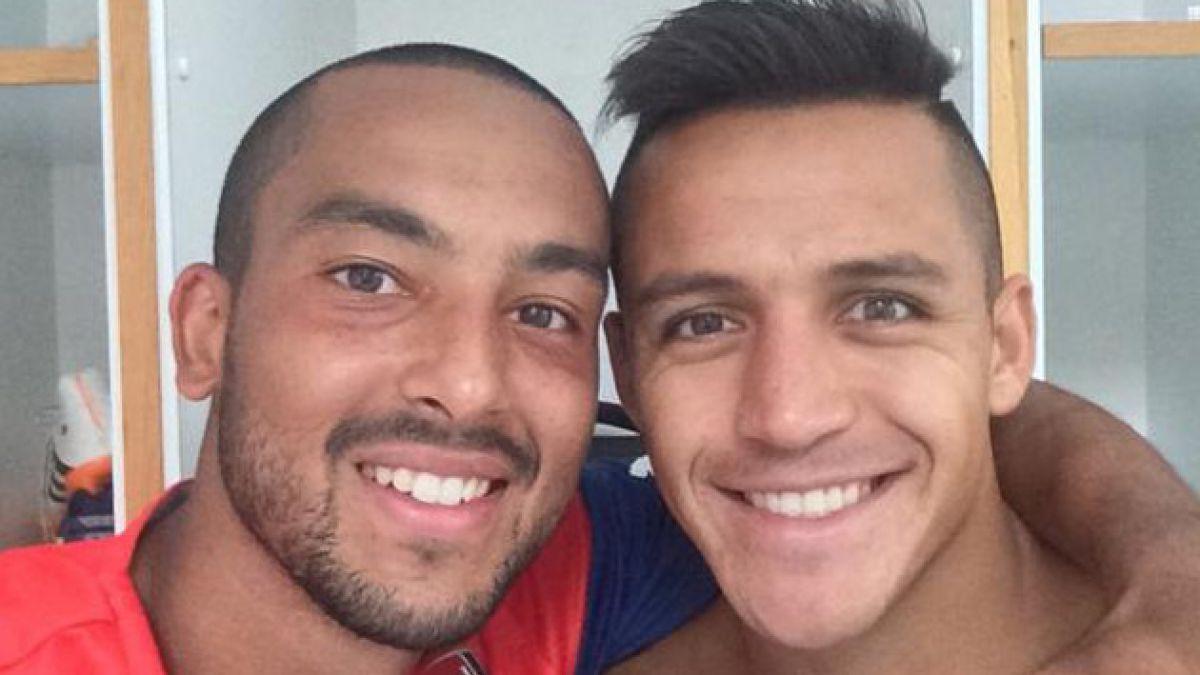 Theo Walcott publica foto con Alexis Sánchez y promete una delantera mortal