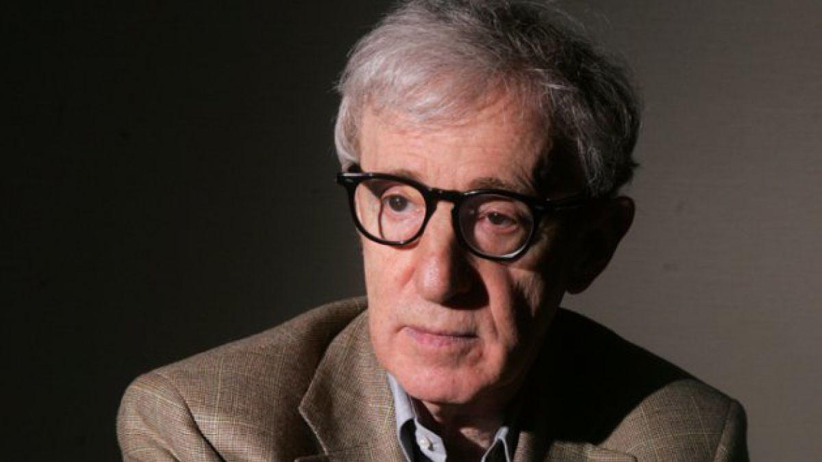 Hijo y ex esposa de Woody Allen ironizaron con homenaje en los Globos de Oro