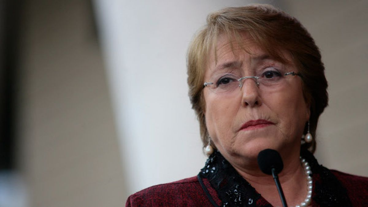 Bachelet instruye a ministros para acelerar acciones ante derrame de petróleo en Quintero