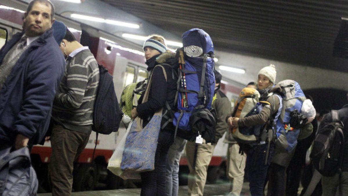 Diputados aseguran que Metro reevaluará medida sobre bultos