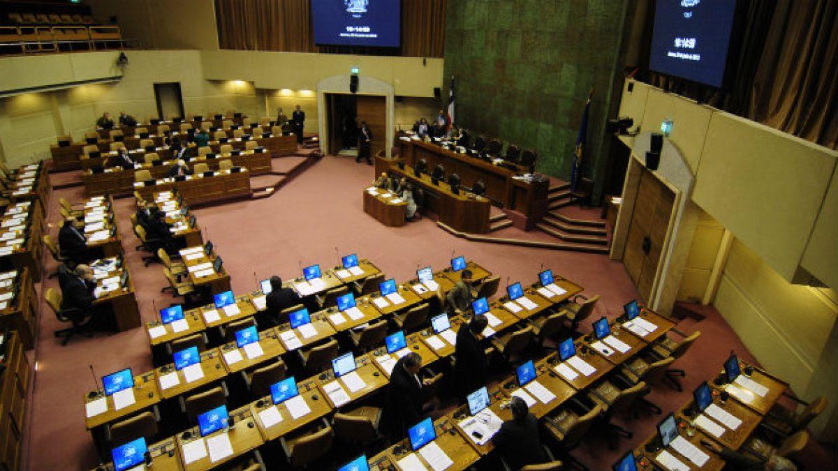 """Estudio Políticas Públicas UC: 35 parlamentarios fueron indiferentes"""" en votaciones medioambiental"""