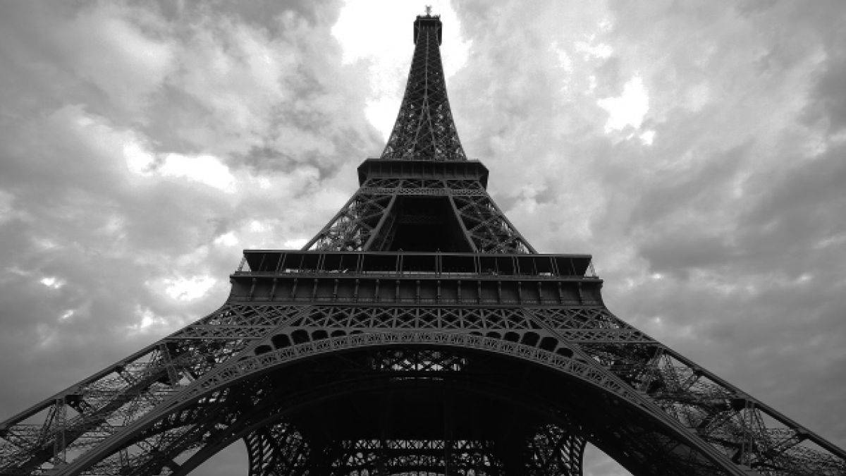 Homenajes al centenario de Parra se extenderán hasta la Torre Eiffel