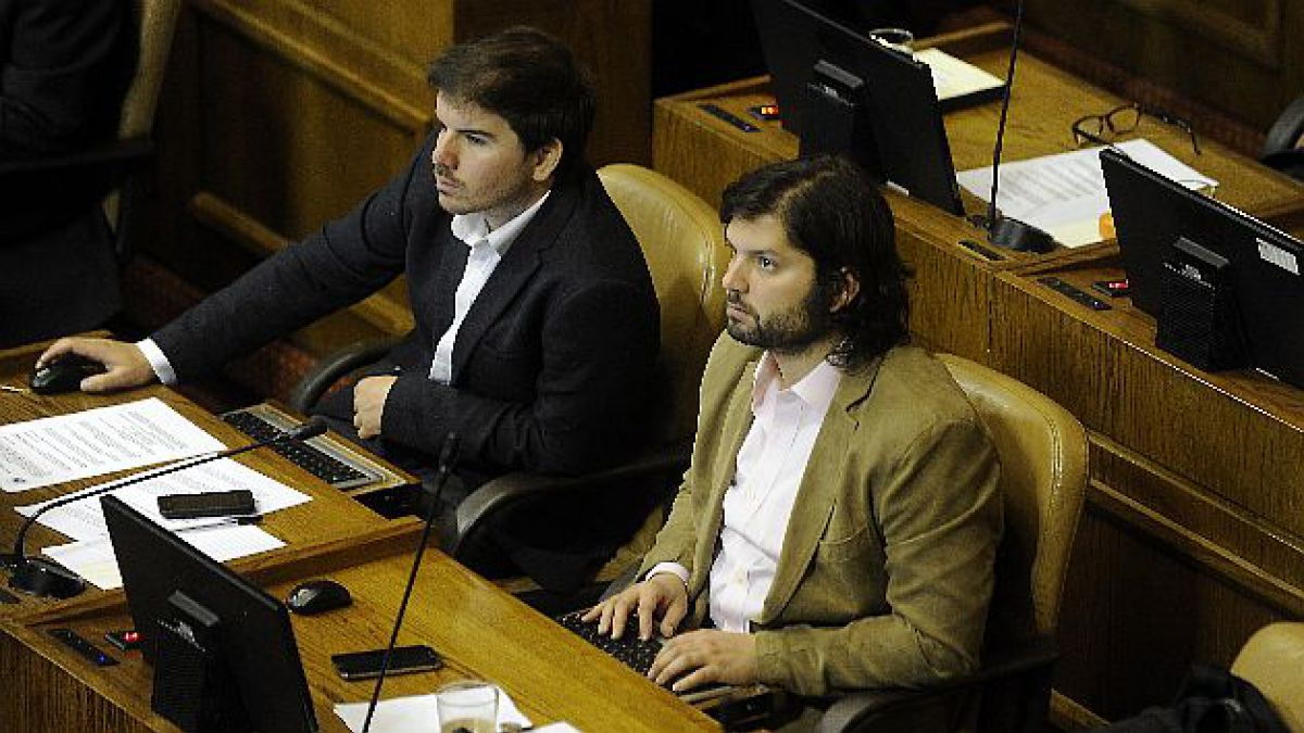 Analistas criticaron falta de austeridad y seriedad en proyecto para rebajar sueldo de parlamentario