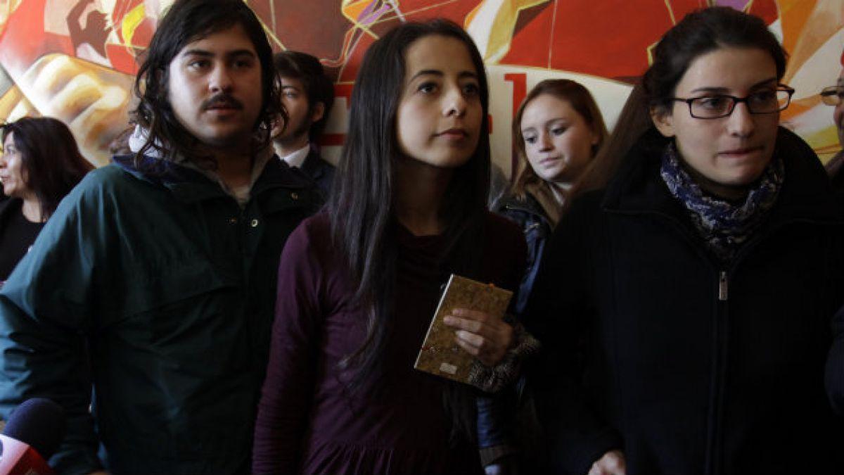 Estudiantes condicionan participación en plan ministerial a reunión con Eyzaguirre