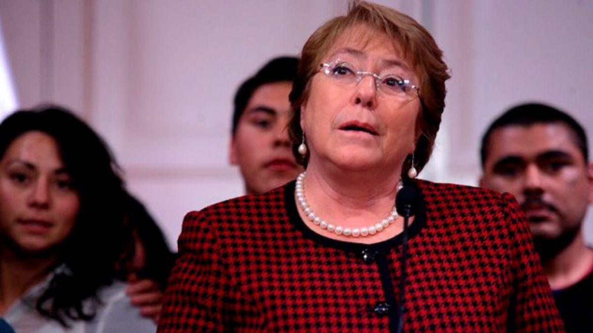 Bachelet se refiere a polémica obra de Nicanor Parra: Impresiona pero el sentido es perfectamente e