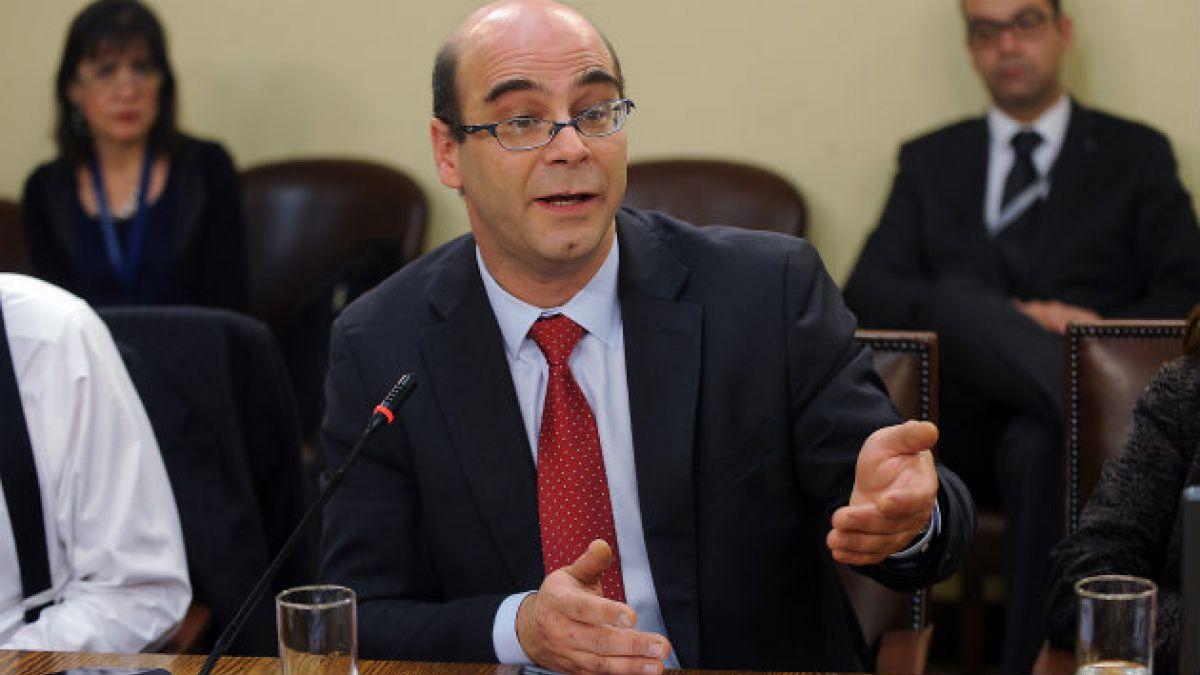 Fernando Atria: Es inevitable que el programa de la Nueva Mayoría vaya a chocar con la Constitución