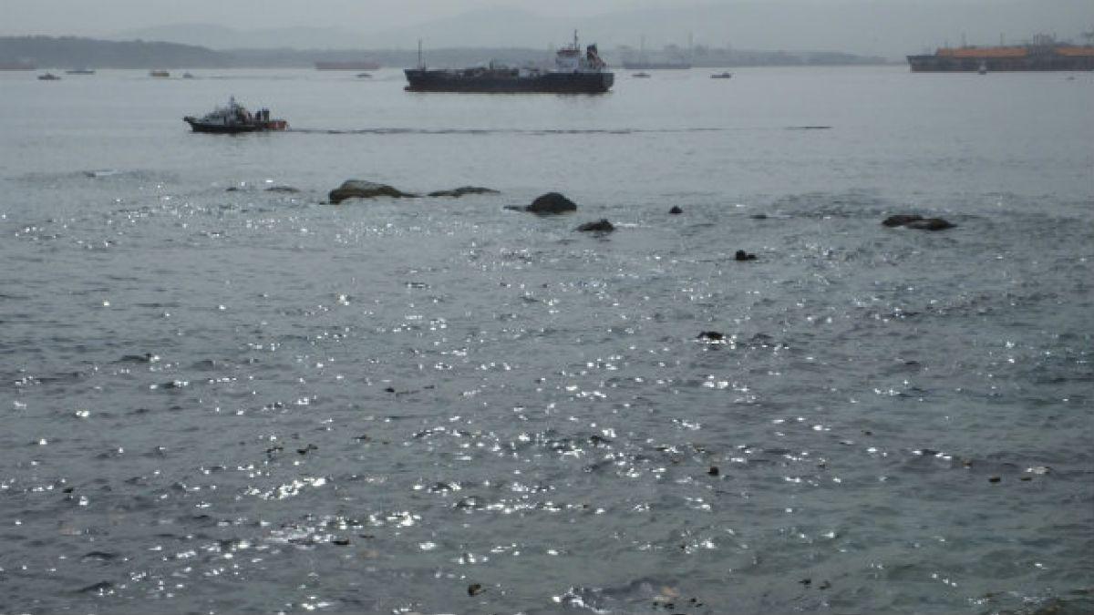 ENAP anuncia que labores de mitigación por derrame de petróleo en Quintero se extenderían por dos dí