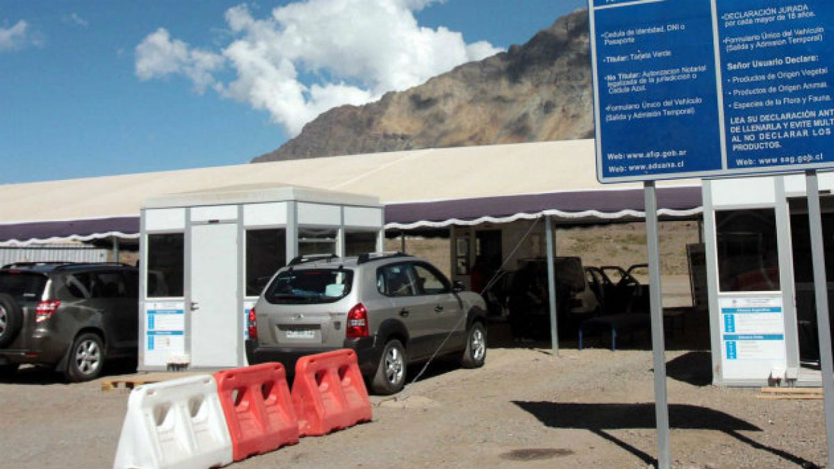 Aduanas refuerza dotación en Antofagasta por hinchas que viajan a Brasil