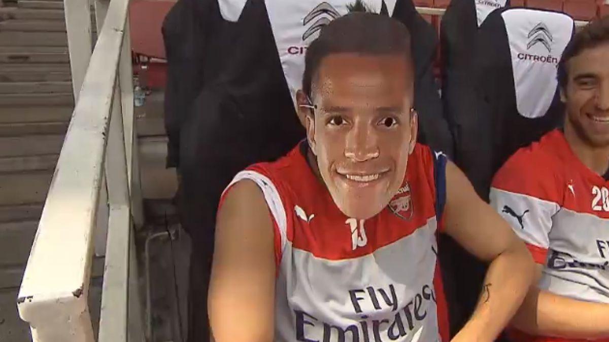[VIDEO] Santi Cazorla sorprende con particular imitación de Alexis Sánchez