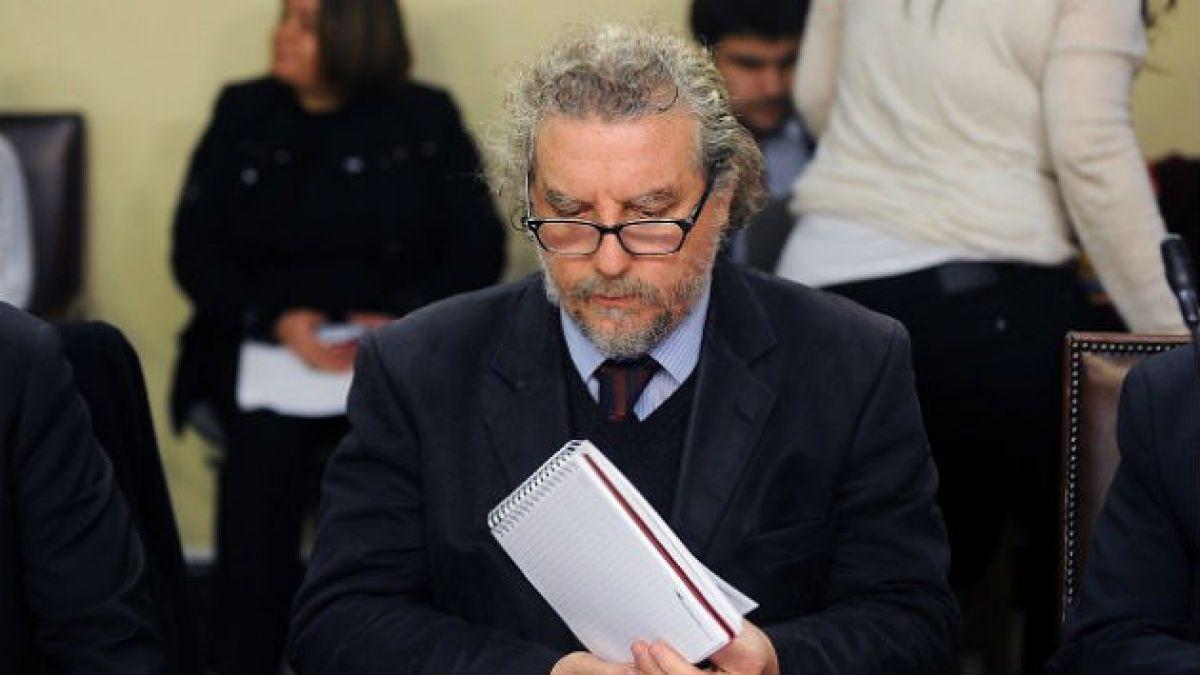 Secretario ejecutivo de la reforma educacional suspende discurso por pifias