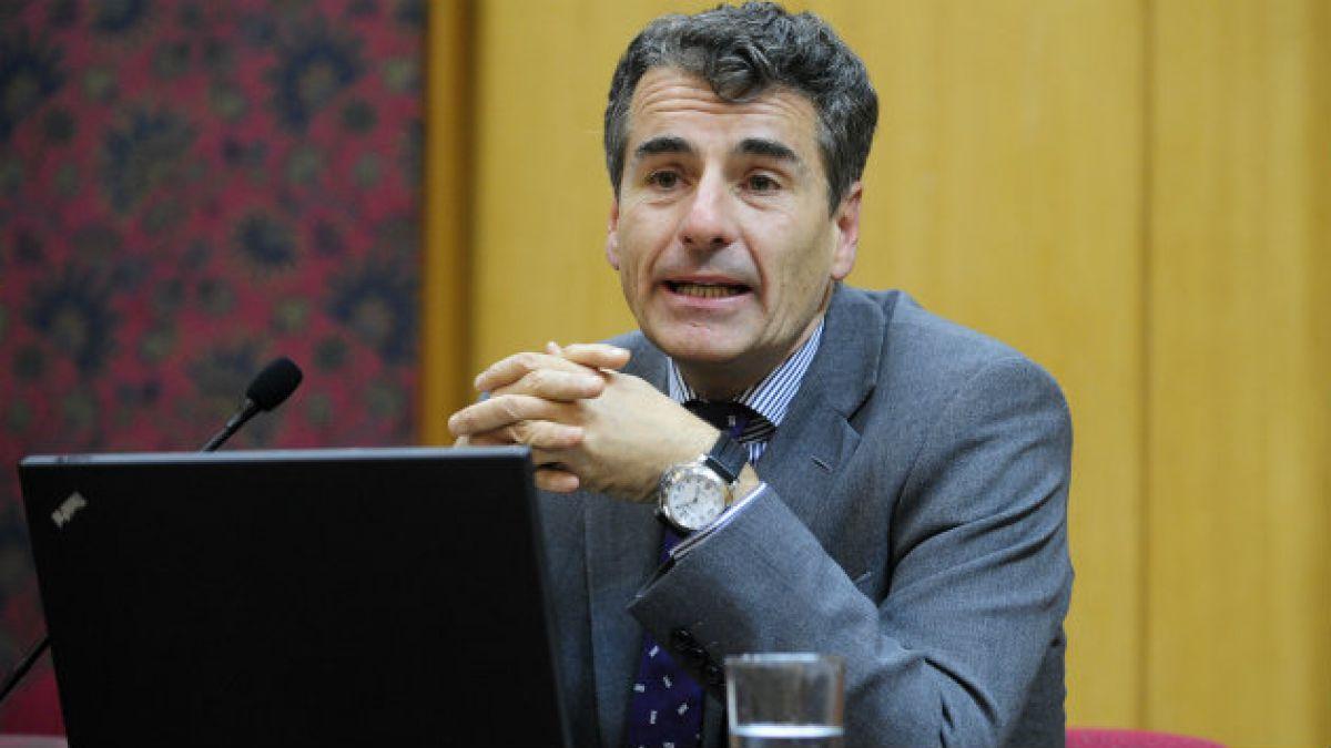 Andrés Velasco: Lamento que algunos piensen que cambiando al ministro mejora la situación económica