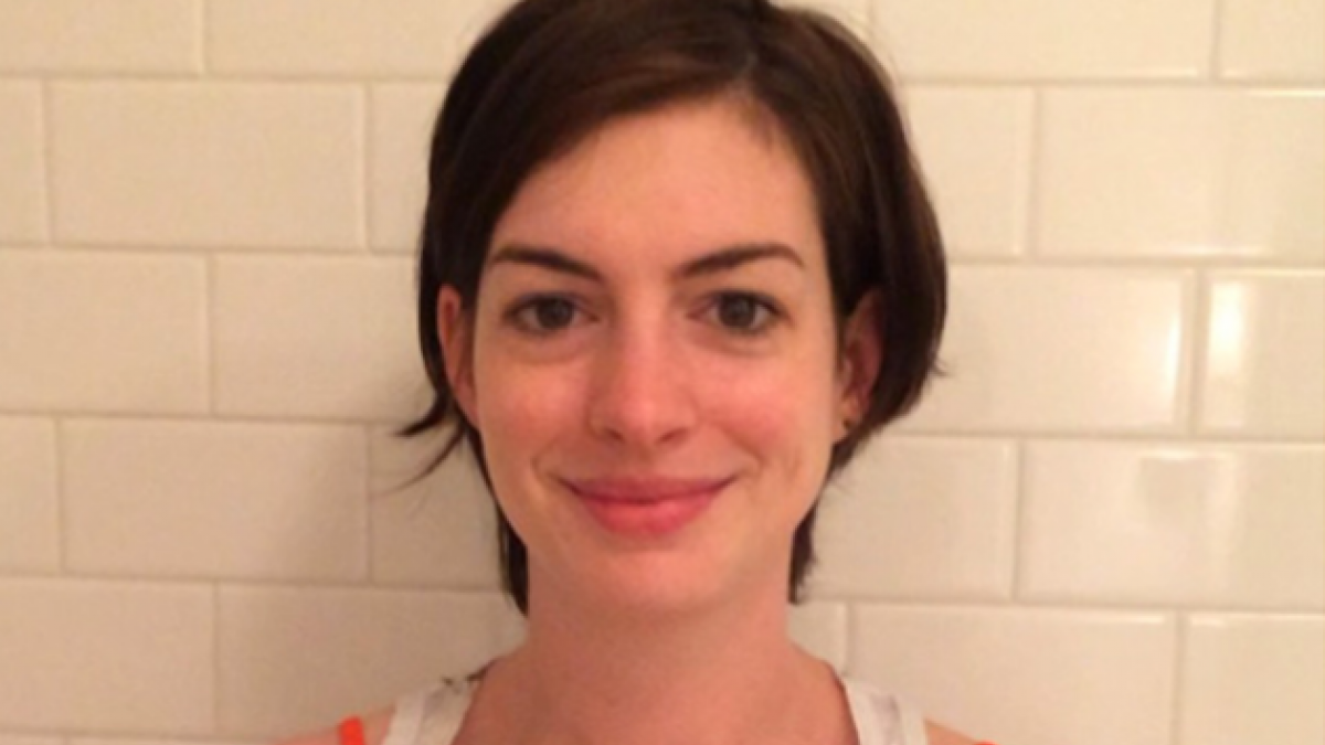 [VIDEO] Anne Hathaway se une a Instagram con el Ice Bucket Challenge