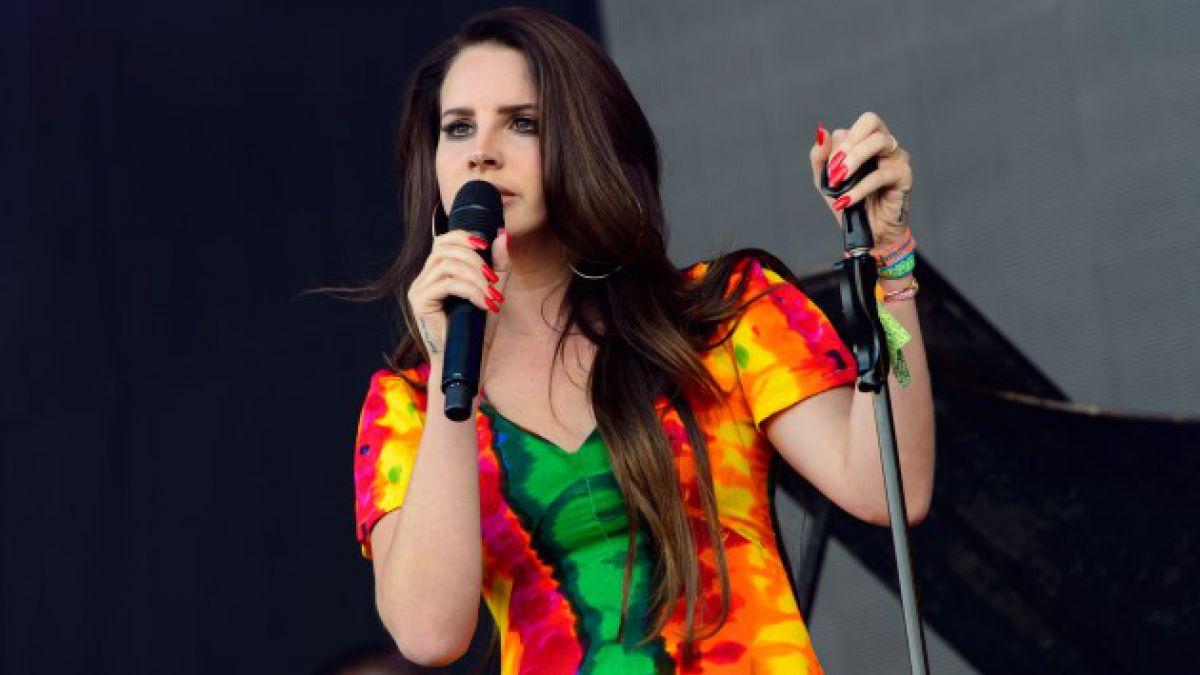 Lana del Rey cancela conciertos en Europa y Francia veta su música